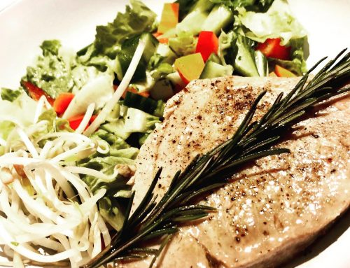Thunfisch Steak mit Salat